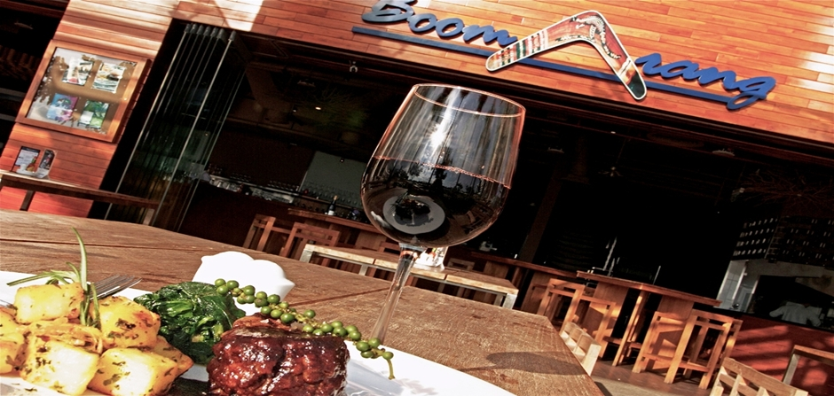 Boomarang Restaurant - The Crescent Residence 2